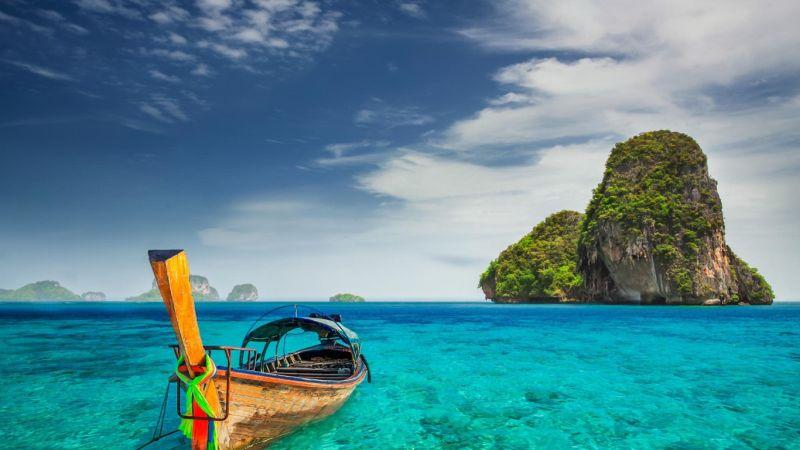 01_The-Most-Beautiful-Beaches-Ha-Long-Bay-1366x768